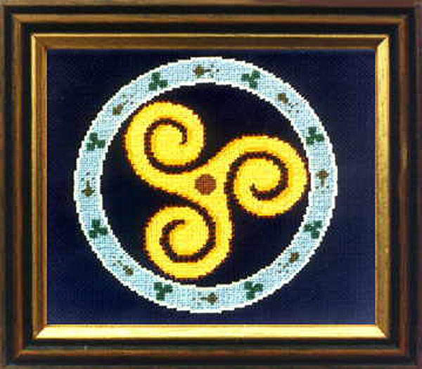 Celtic Triskele Symbol Cross .