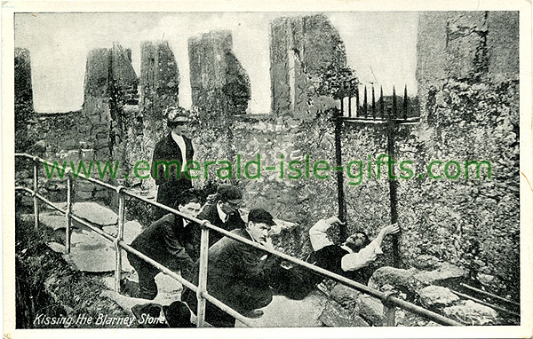 Cork - Blarney - Kissing the Stone an