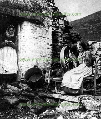 Wool Spinning old Irish photo (early 20th Century print)