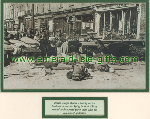 Irish historical pictures easter rising 1916 british troops barricade easter rising 1916 negle Images