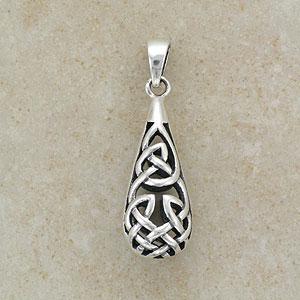 A Celtic Design Silver Pendant (.925 sterling silver)
