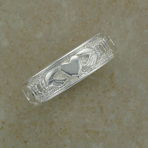 Stunning Claddagh Band Ring