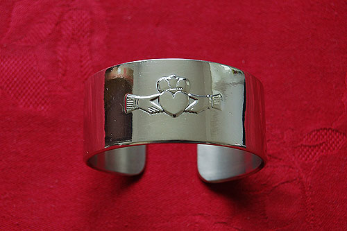 Claddagh Bangle by Mullingar Pewter