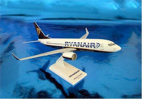 RyanAir Boeing 737-800 (Model Airplane Kit)